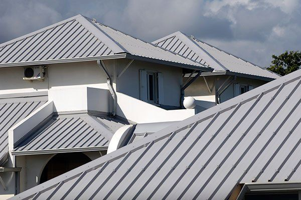 Metal Roofs Withstand High Wind